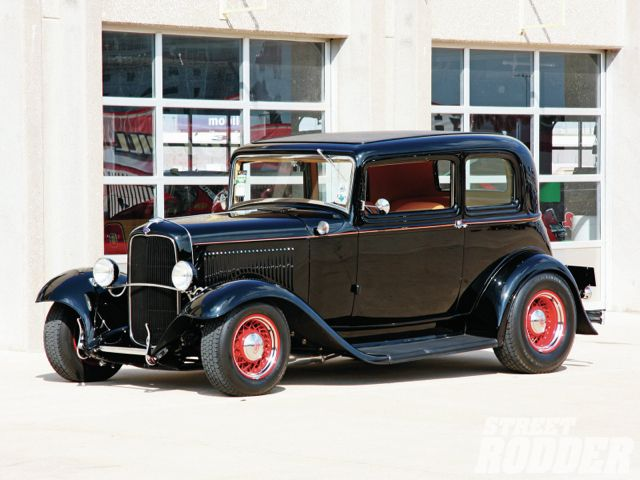 1109sr-01+1932-ford-victoria+front-left
