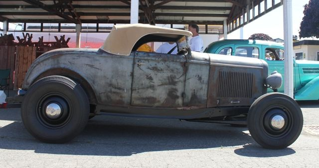 1932-Ford-Roadster-Traditional-hot-rod-side