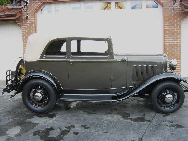 1932-ford-conv-sedan-003