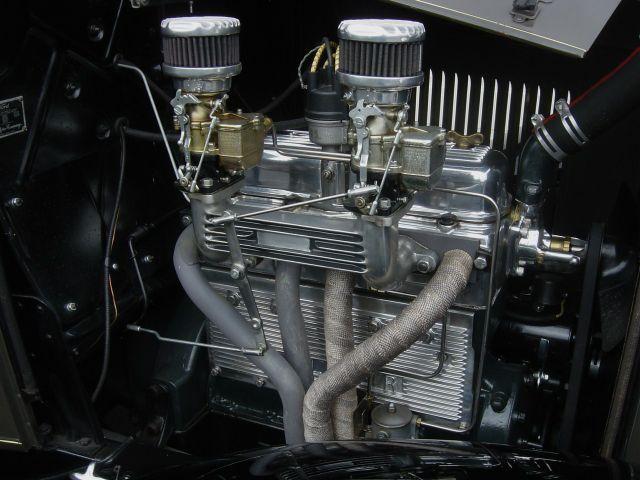 1932-ford-conv-sedan-008